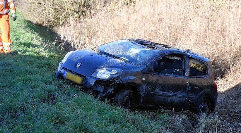 Auto van de weg na ongeluk bij Poortvliet.