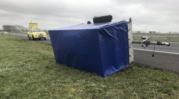 Aanhangwagen gekanteld op A58 Heinkenszand.
