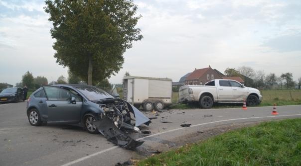 Twee gewonden bij botsing in Axel.