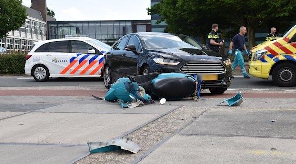 Scooterrijders gewond bij botsing Goes.