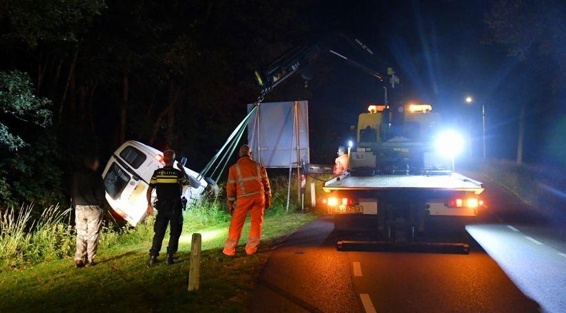 Bestelauto flink beschadigd bij ongeluk Aardenburg.