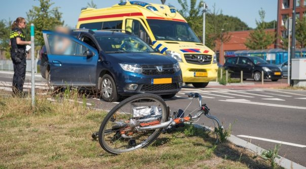 Fietser aangereden door auto in Tholen.