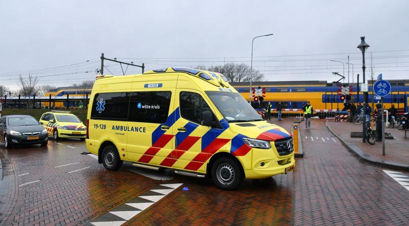 Persoon aangereden door trein bij station Souburg.