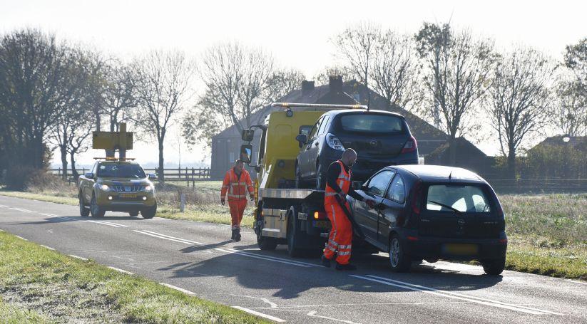 Opel Corsas beschadigd bij botsing Sint Philipsland.