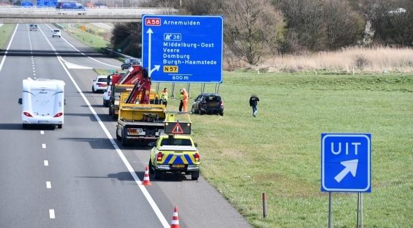 Schade bij ongeluk A58 Middelburg.