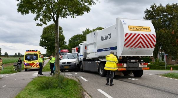 Zware aanrijding met vrachtauto s-Heerenhoek.