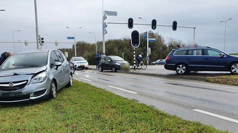 Autos getakeld na kop-/staartbotsing Serooskerke.