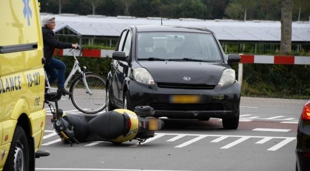 Scooter aangereden door auto in Middelburg.