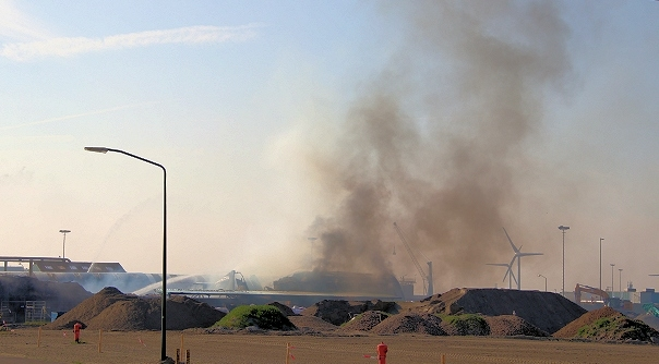 Felle brand in loods Vlissingen-Oost