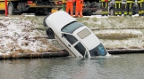 Auto te water Goes, inzittende gered