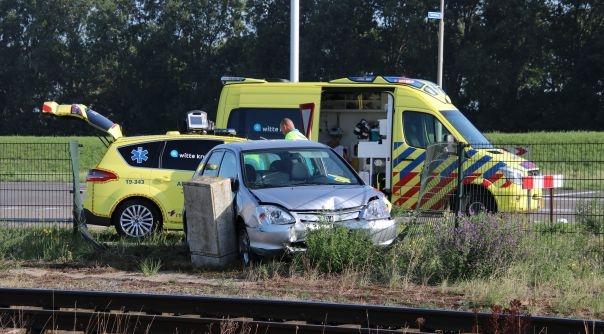 Letsel bij botsing auto-vrachtwagen Nieuwdorp.