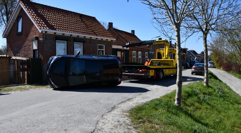 Auto gekanteld in Wolphaartsdijk.