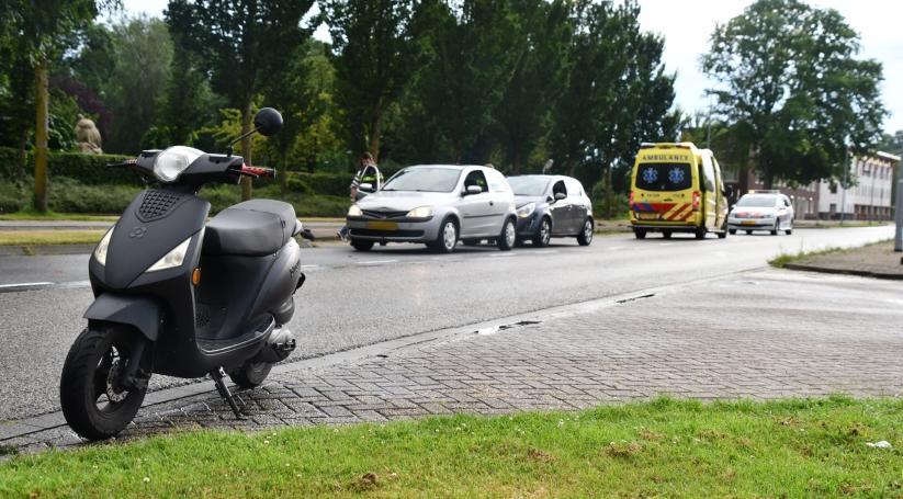 Kop-staartbotsing na botsing met scooter Vlissingen.