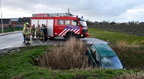Auto in de sloot bij ongeluk Cadzand.