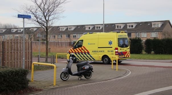 Snorfietser gewond bij botsing met auto.