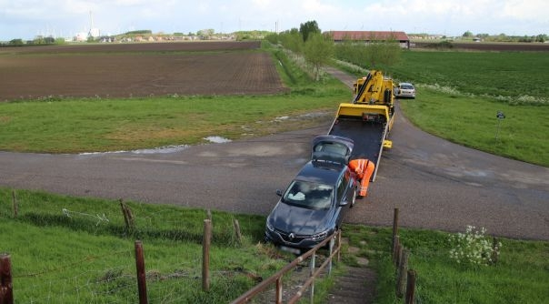 Auto achtergelaten na ongeluk Borssele.