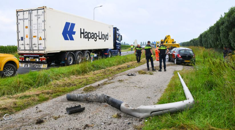 Botsing auto-vrachtwagen Deltaweg Goes.