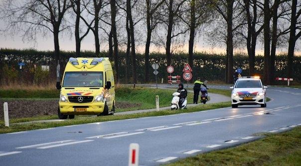 Scooterrijder gewond bij ongeluk Lewedorp.