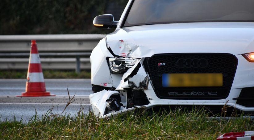 Autos beschadigd bij ongeluk bij afslag A58.