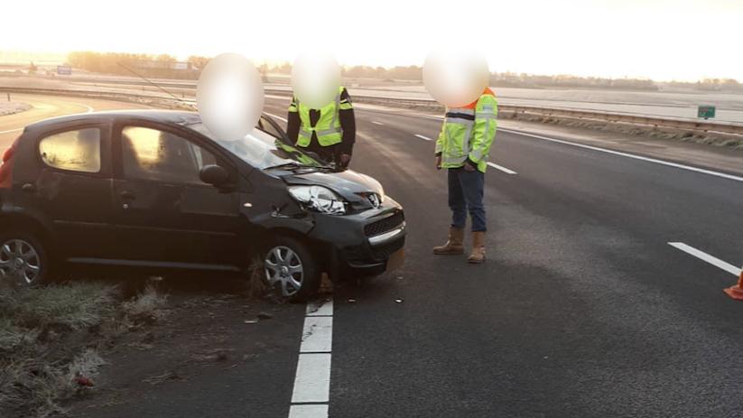 Twee ongevallen op gladde oprit A58 Goes.