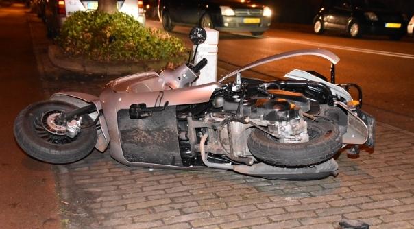 Snorfietsster aangereden door automobilist.