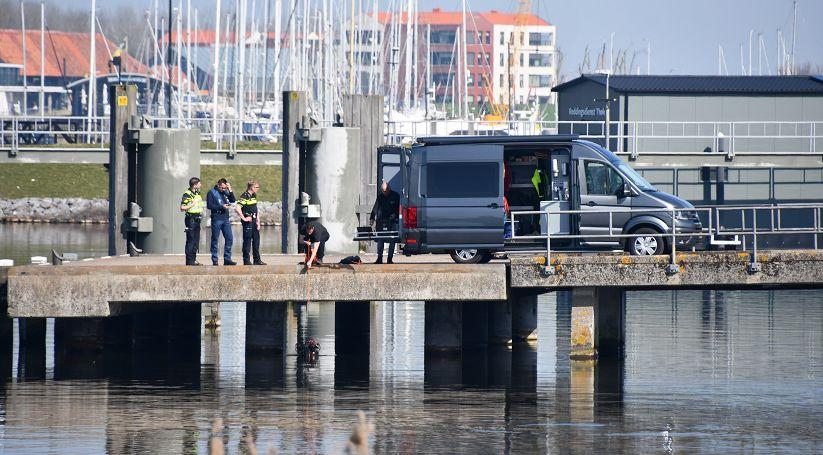 Te water geraakte auto Schelde-Rijnweg #Tholen blijkt 'oefenwrak' van brandweer:.