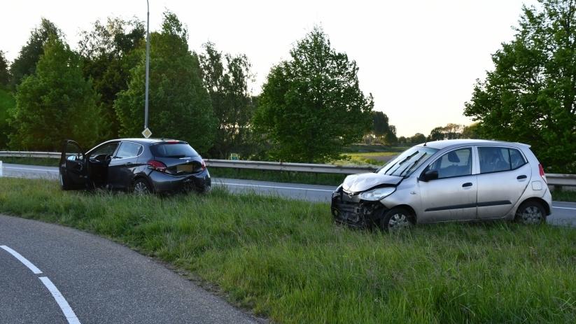 Ongeluk met drie auto's N656 Oud-Vossemeer.
