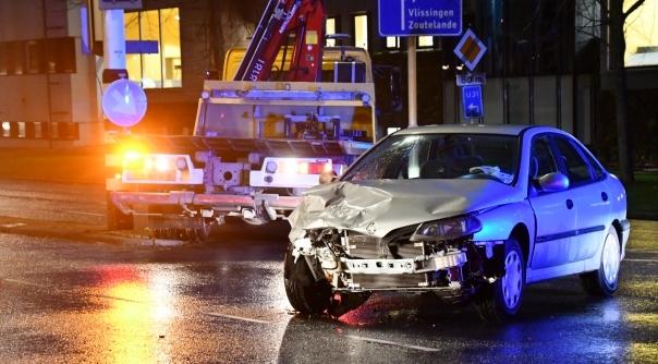 Veel schade bij botsing verkeerslichten Middelburg.