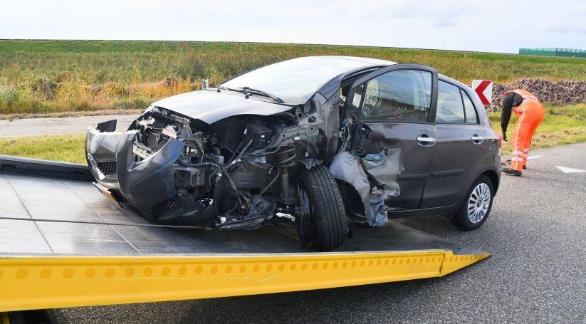 Personenauto zwaar beschadigd na aanrijding Terneuzen.