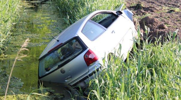 Automobilist vlucht na ongeluk Graauw.