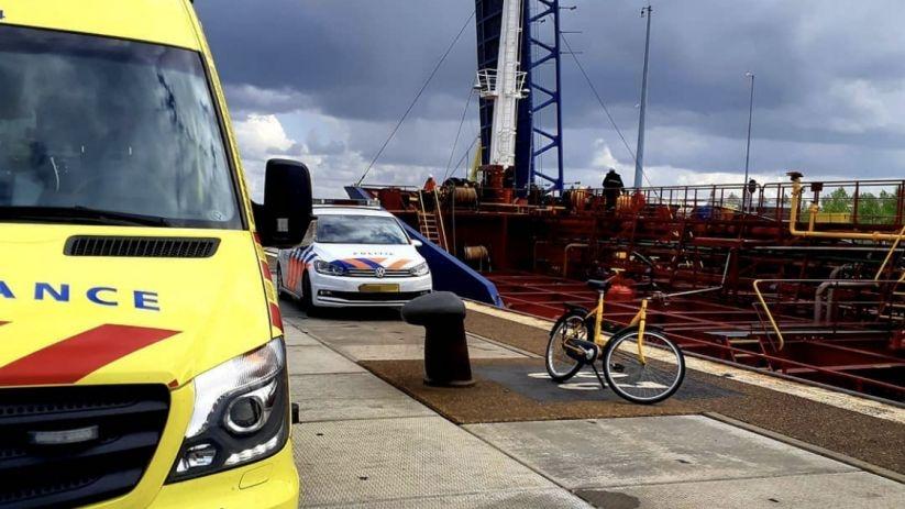 Gewond na ongeluk aan boord van schip.