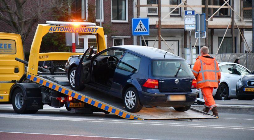 Auto getakeld na kop-/staartbotsing in Goes.
