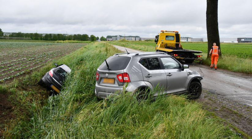 Gewonden bij ongeluk Tholen, autos in sloot.