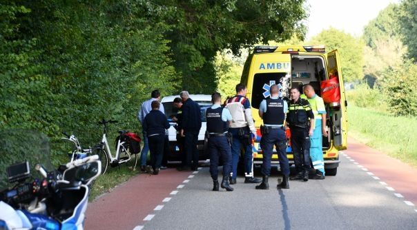 Fietsster gewond na botsing met auto Axel.