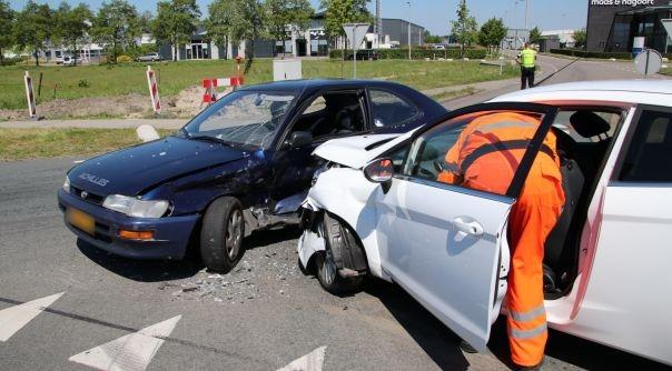 Gewonde bij auto-ongeluk N289 Kapelle.