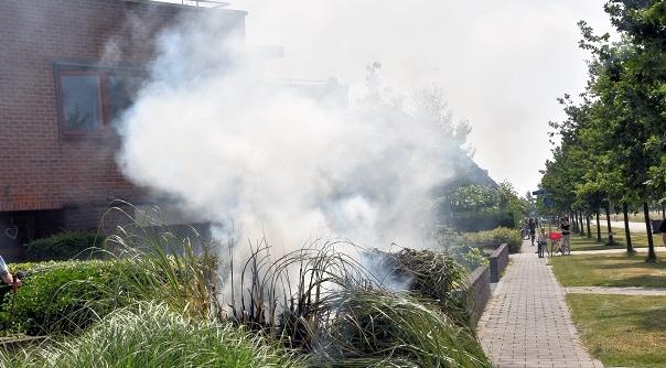 Brand in voortuin door onkruidverbrander hvzeeland nieuws en