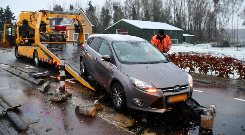 Bestuurder auto onderzocht na ongeluk Koewacht.