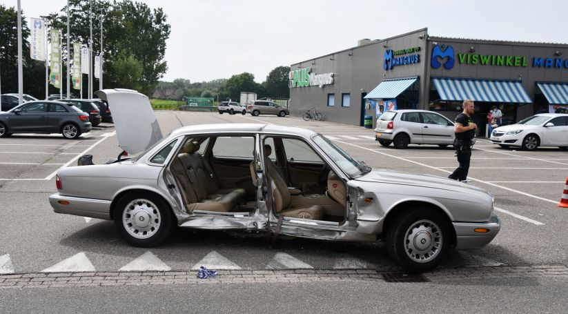 Auto opengeknipt na ongeluk Kapellebrug.