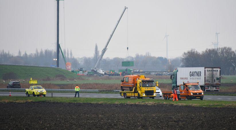 Bestelbus getakeld na ongeluk A58 Goes.