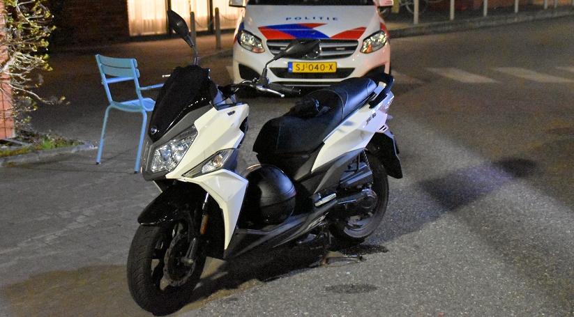 Scooter en auto met elkaar in botsing bij Kloetinge.