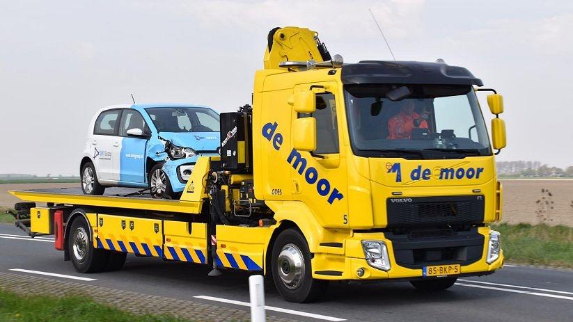 Bedrijfsauto getakeld na ongeluk N256 Wilhelminadorp.