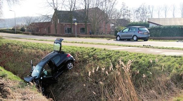 Twee gewonden bij botsing Sas van Gent.
