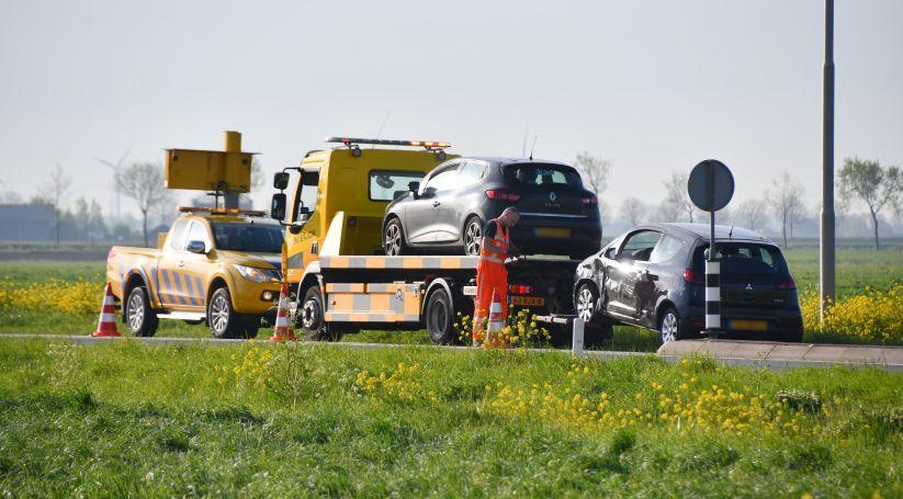 Autos getakeld na aanrijding bij Poortvliet.