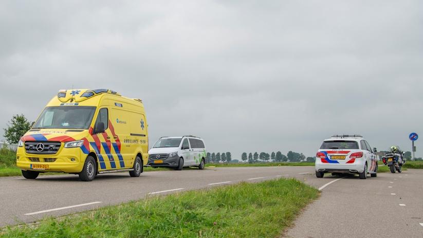 Bestelbus en fietser in botsing bij Sint-Annaland.