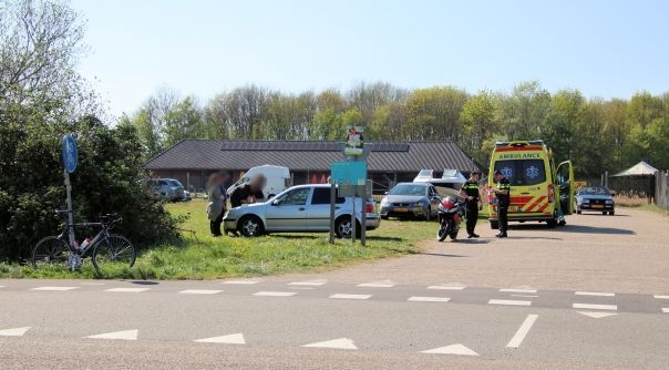 Fietser gewond bij botsing met auto Arnemuiden.