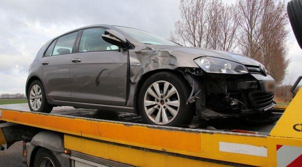 Bromfietser gewond bij botsing met auto.
