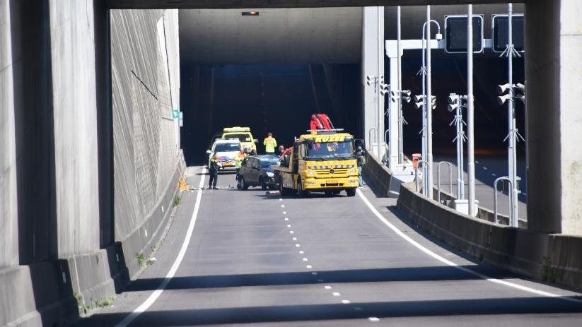 Auto op zijn kop na ongeluk N57 Middelburg.