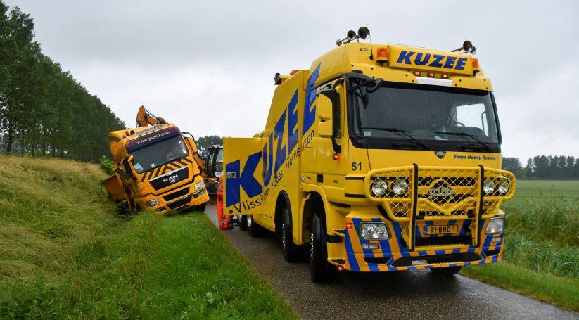 Vrachtwagen gekanteld bij Sluiskil.