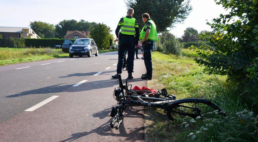 Fietser zwaargewond bij botsing in Waarde.