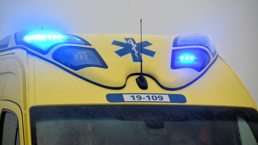Fietsster naar ziekenhuis na botsing met auto.